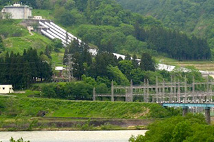 Shinanogawa Electric Power Station is TEPCO's hydroelectric power station. It receives water from Nishiotaki dam's intake on Shinanogawa river.